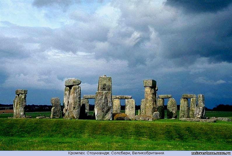 Stonehenge vs pyramids